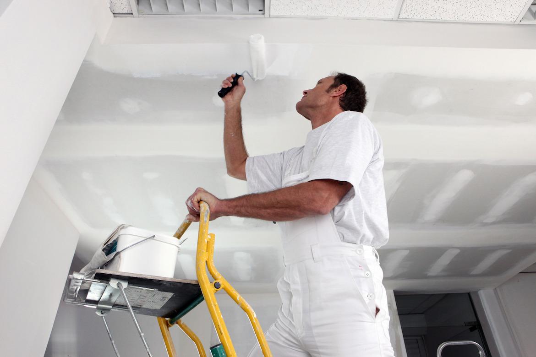 photodune-4109485-tradesman-painting-a-ceiling-m
