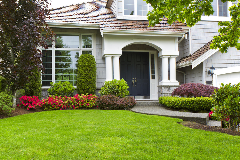 photodune-861672-front-yard-m